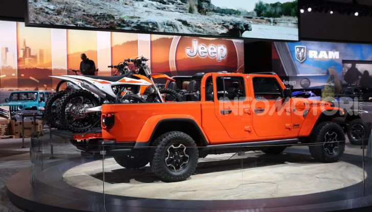 Jeep Gladiator, il primo pick-up di FCA presentato al Salone di Los Angeles - Foto 3 di 15
