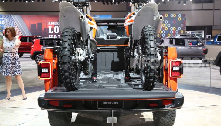 Jeep Gladiator, il primo pick-up di FCA presentato al Salone di Los Angeles - Foto 6 di 15