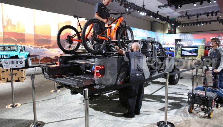 Jeep Gladiator, il primo pick-up di FCA presentato al Salone di Los Angeles - Foto 9 di 15