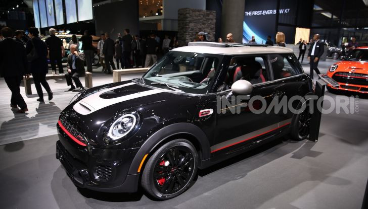 MINI, le foto LIVE dallo stand del Salone di Los Angeles 2018 - Foto 2 di 14