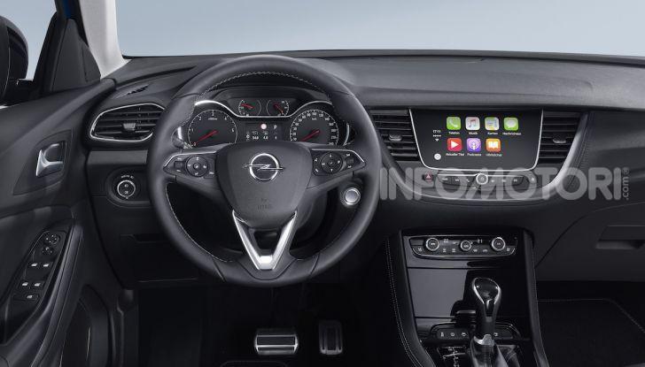 Opel con Apple CarPlay e Android Auto: disponibili Google Maps e Waze - Foto 2 di 10