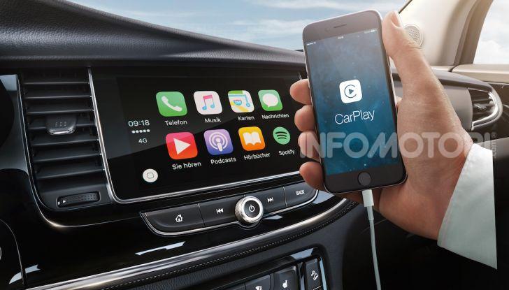 Opel con Apple CarPlay e Android Auto: disponibili Google Maps e Waze - Foto 1 di 10