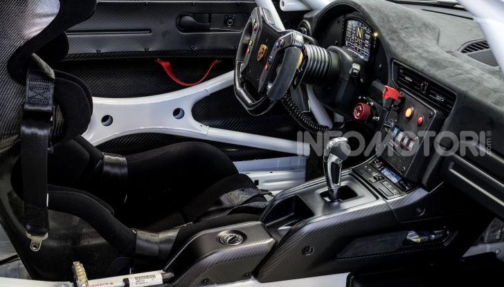 Porsche 911 GT2 RS Clubsport: la supercar da 710CV e 405.000€ - Foto 7 di 14