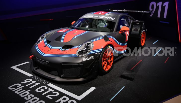 Porsche 911 GT2 RS Clubsport: la supercar da 710CV e 405.000€ - Foto 11 di 14