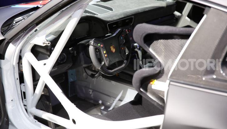 Porsche 911 GT2 RS Clubsport: la supercar da 710CV e 405.000€ - Foto 14 di 14