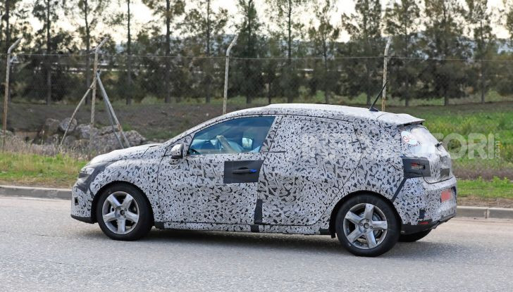 Renault Clio 2019 primo contatto su strada della nuova generazione - Foto 3 di 20