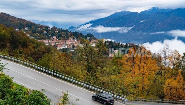 Renault Clio Moschino 2018: la francese più venduta in Italia si veste italiano - Foto 31 di 42