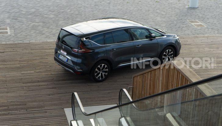 Nuova Renault Espace, prova dell'1.8 TCe Energy da 225CV - Foto 29 di 30