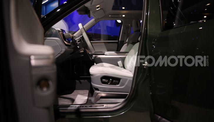 Rivian R1T, il pick-up elettrico da 764 CV - Foto 18 di 32