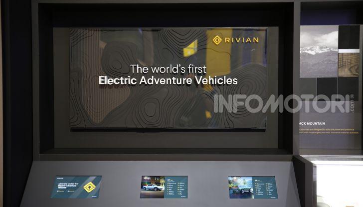 Rivian R1T, il pick-up elettrico da 764 CV - Foto 20 di 32