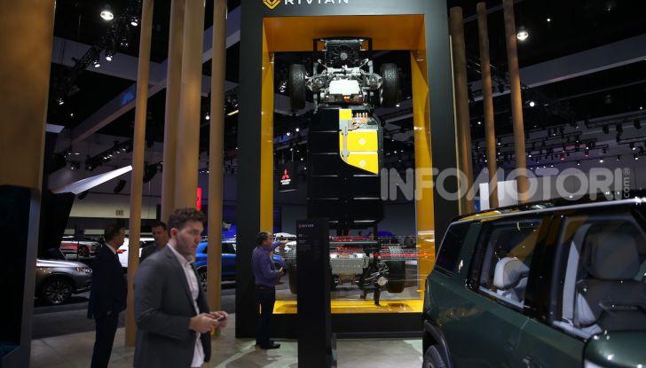 Rivian R1T, il pick-up elettrico da 764 CV - Foto 22 di 32