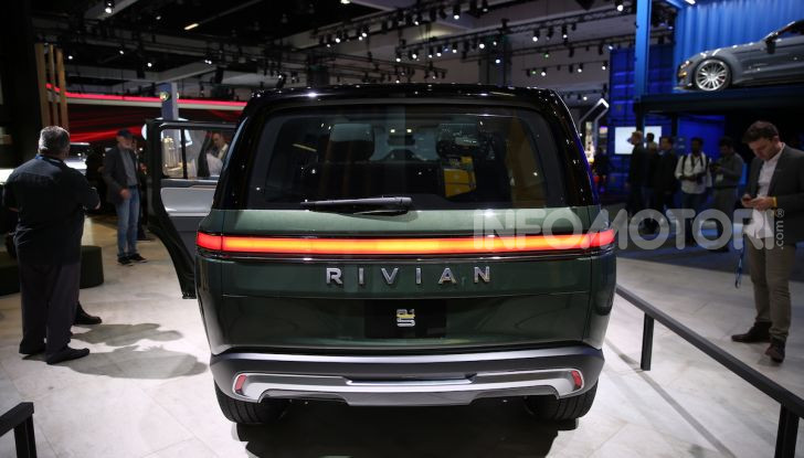 Rivian R1T, il pick-up elettrico da 764 CV - Foto 24 di 32
