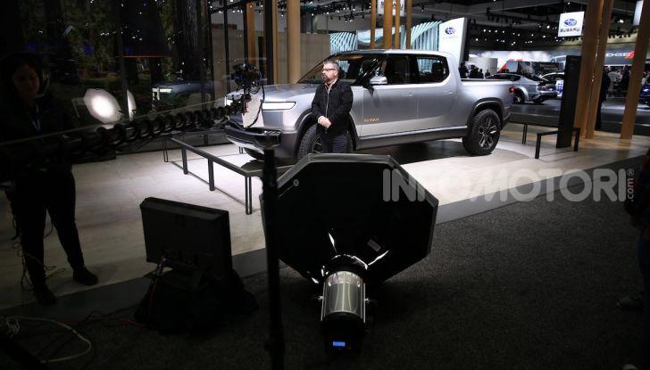 Rivian R1T, il pick-up elettrico da 764 CV - Foto 25 di 32