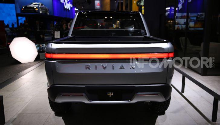 Rivian R1T, il pick-up elettrico da 764 CV - Foto 28 di 32