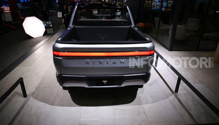 Rivian R1T, il pick-up elettrico da 764 CV - Foto 29 di 32