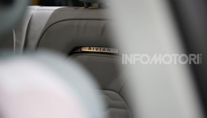 Rivian R1T, il pick-up elettrico da 764 CV - Foto 11 di 32