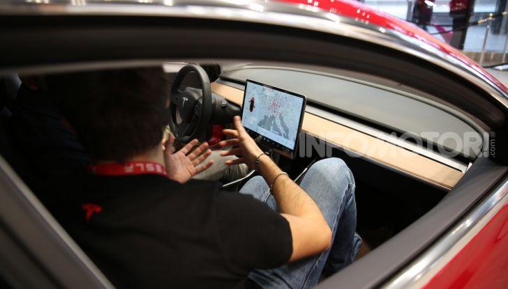 Tesla Model 3 diventa una consolle per videogame - Foto 10 di 23
