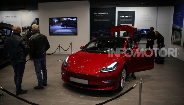 Tesla Model 3: comunicati i prezzi e gli allestimenti per l'Italia - Foto 18 di 22
