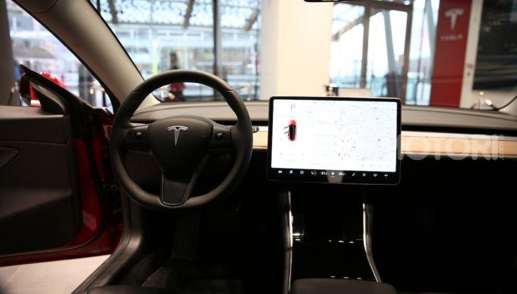 Tesla Model 3 diventa una consolle per videogame - Foto 17 di 23