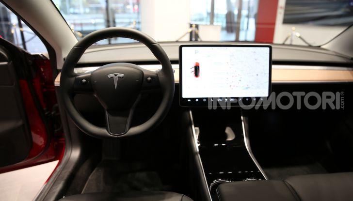 Tesla Model 3: comunicati i prezzi e gli allestimenti per l'Italia - Foto 9 di 22