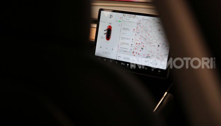 Tesla Model 3 diventa una consolle per videogame - Foto 15 di 23