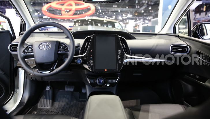 Nuova Toyota Prius AWD-i 2019, il nuovo ibrido anticipa il futuro - Foto 6 di 9