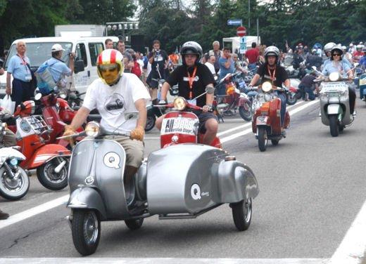 Vespa 65imo anniversario, parata a Roma - Foto 5 di 9