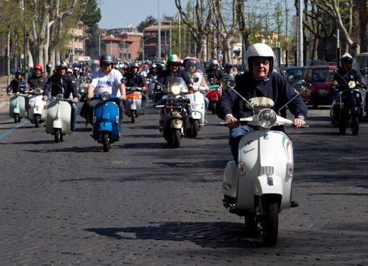 Vespa 65imo anniversario, parata a Roma - Foto 2 di 9