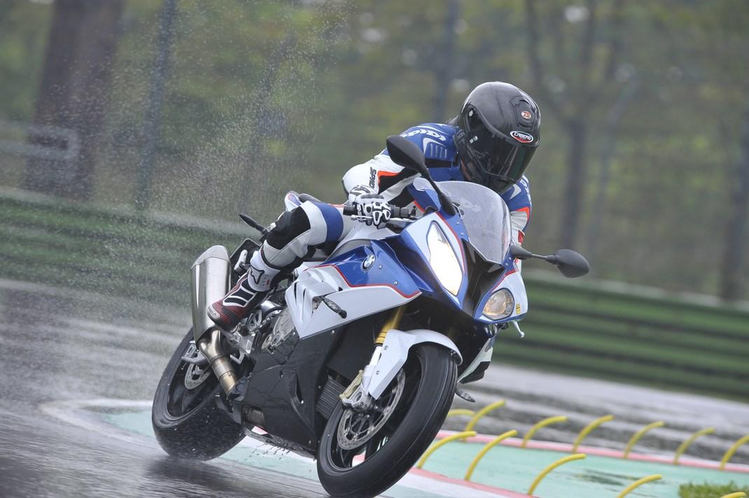 Pirelli SBK Track Days: a Imola con la BMW S1000RR