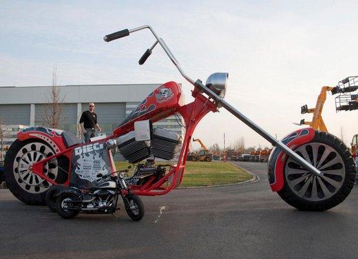 La moto più grande del mondo è italiana - Foto 4 di 10