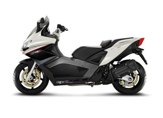 Aprilia SRV 850: disponibile ad un prezzo di 9.630 Euro da gennaio 2012 - Foto 14 di 15