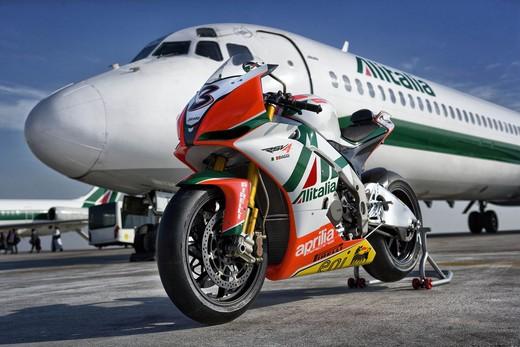 Aprilia Alitalia Racing Team - Foto 1 di 6