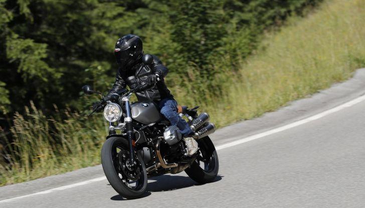 Prova della nuova BMW nineT Scrambler: due ruote selvaggia! - Foto 3 di 22