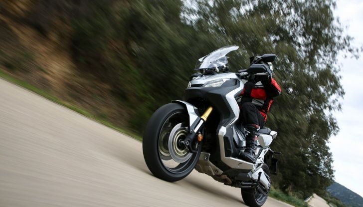 Honda X-ADV, prova su strada: 8 buoni motivi per cui ci è piaciuta - Foto 10 di 35