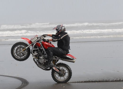 Ducati 999 Beach Racer: una superbike diventa una off-road da spiaggia