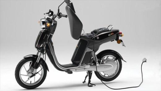 Gli incentivi auto elettriche ed ecologiche escludono scooter e moto - Foto 1 di 9