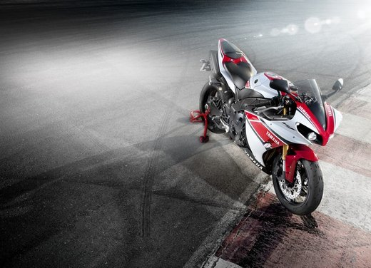 Yamaha YZF R1 - Foto 7 di 49