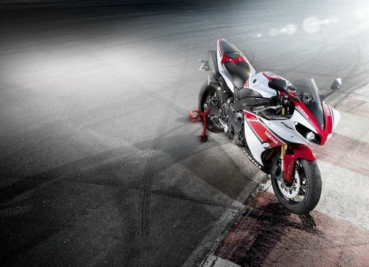 Yamaha YZF R1 WGP 50° Anniversario - Foto 13 di 18