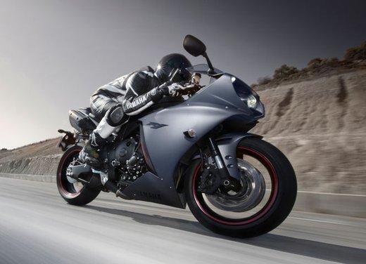 Yamaha YZF R1 - Foto 16 di 49