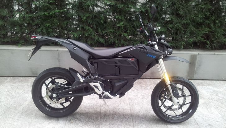 """Prova su strada: Zero Motorcycles FXS 11 kW: la """"125"""" elettrica - Foto 12 di 37"""