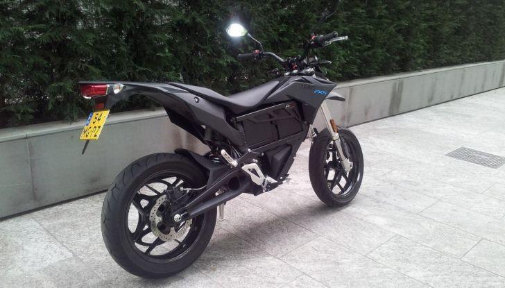 """Prova su strada: Zero Motorcycles FXS 11 kW: la """"125"""" elettrica - Foto 14 di 37"""