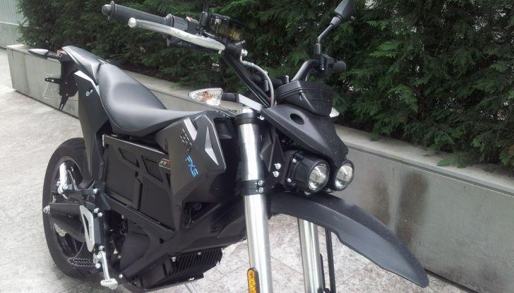 """Prova su strada: Zero Motorcycles FXS 11 kW: la """"125"""" elettrica - Foto 15 di 37"""