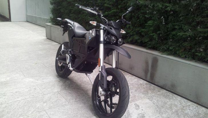 """Prova su strada: Zero Motorcycles FXS 11 kW: la """"125"""" elettrica - Foto 16 di 37"""