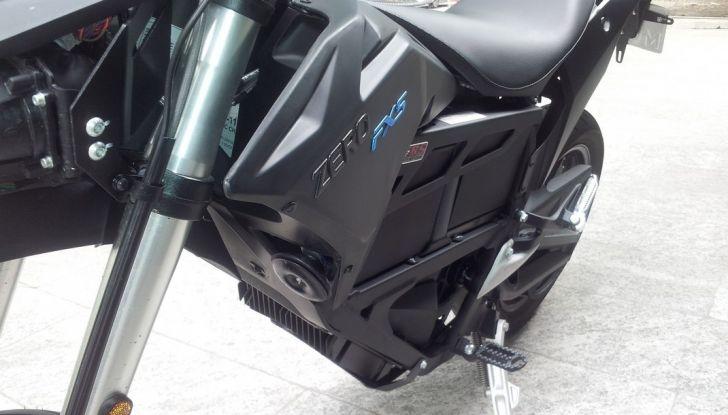 """Prova su strada: Zero Motorcycles FXS 11 kW: la """"125"""" elettrica - Foto 17 di 37"""