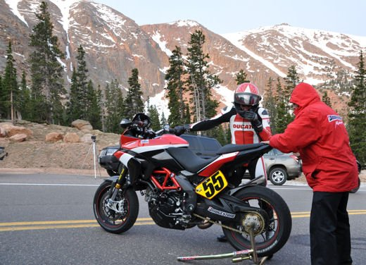 In sella alla Ducati Multistrada S sul percorso della Pikes Peak International Hill Climb - Foto 4 di 23
