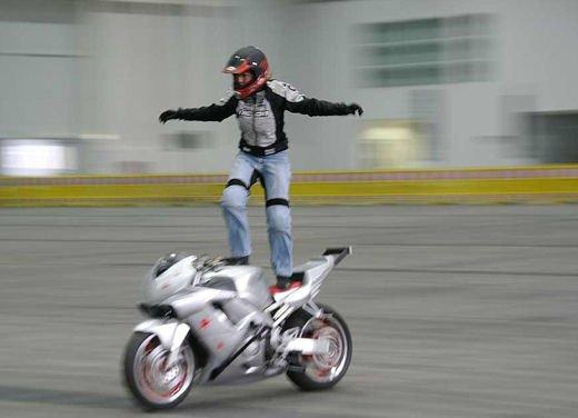 Le donne in moto più brave degli uomini - Foto 7 di 17