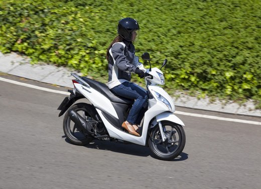 Honda Vision 110: long test ride del nuovo scooter Honda - Foto 10 di 25