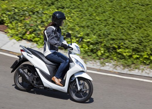 Honda Vision 110: long test ride del nuovo scooter Honda - Foto 11 di 25