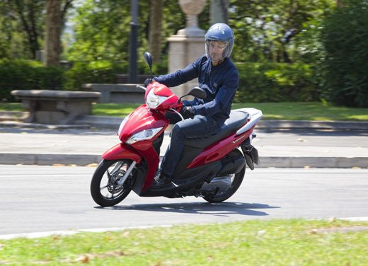 Honda Vision 110: long test ride del nuovo scooter Honda - Foto 12 di 25