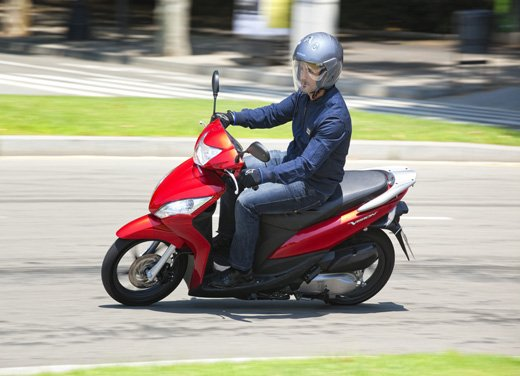 Honda Vision 110: long test ride del nuovo scooter Honda - Foto 13 di 25